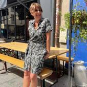 Tout en confort et en légèreté , la robe chemise @lafeemarabouteeofficiel est mise à l'honneur aujourd'hui.  Photo prise au restaurant @au_pied_de_nez   #fashion #mode #rennesmaville #commerçant #bloggerstyle #boutiquemode #lookdujour #lookoftheday #inspiration #ootd #outfit #robe #chemise #robecourte #robechemise #kaki #blanc #fantaisie #lafeemaraboutee #nouvellecollection #carrerennais #printemps2021 #ete2021